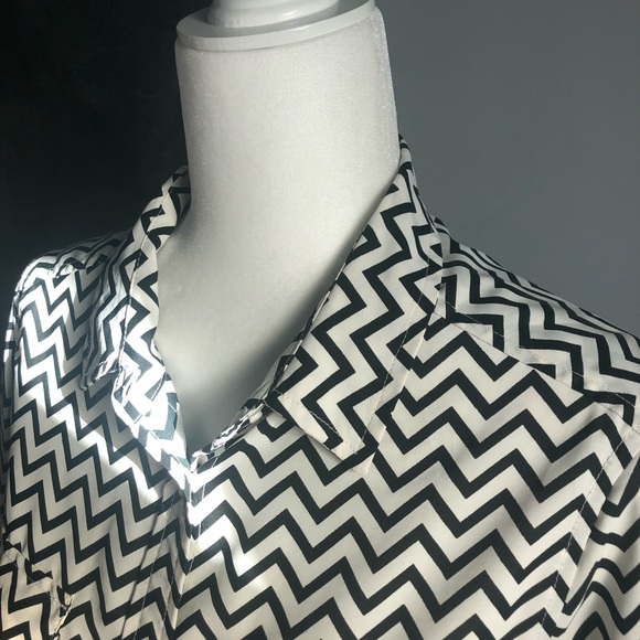 American Eagle Outfitters Tops - Chevron print AEO button up